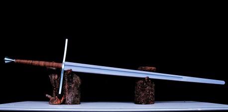 Two-handed sword V4